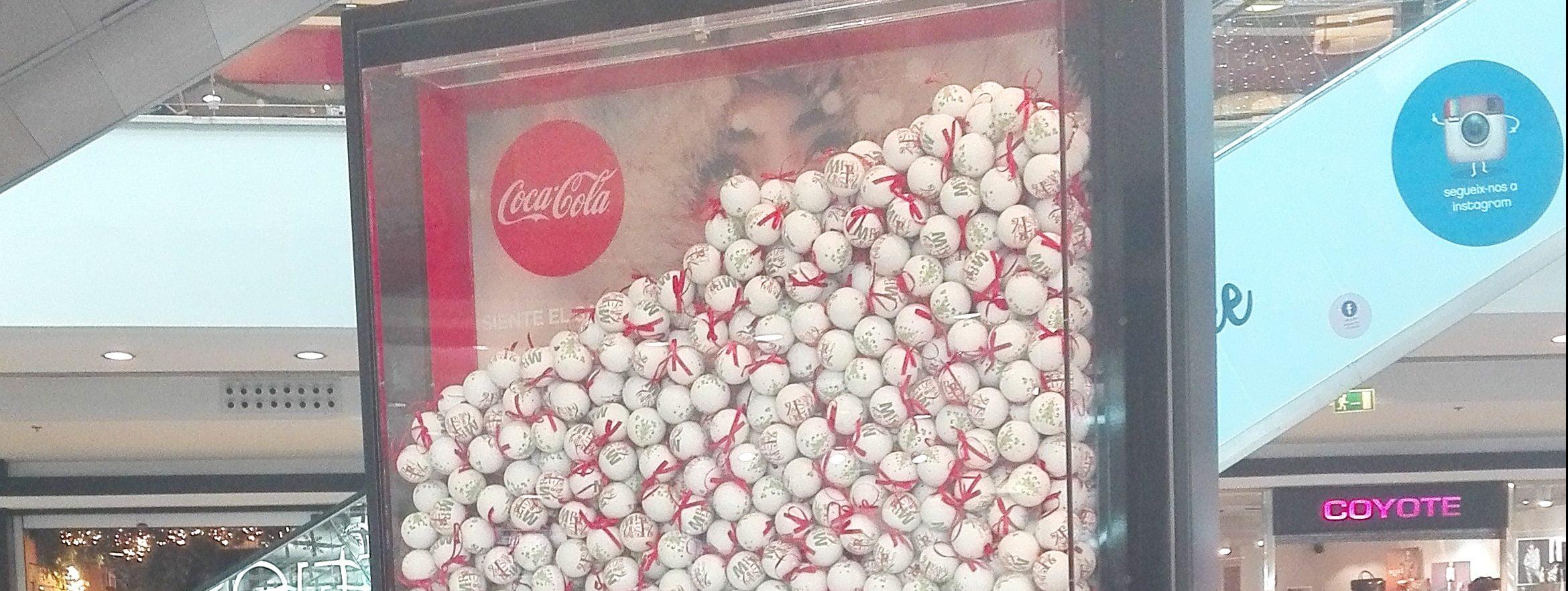 Publicidad en centros comerciales acción Especial Coca Cola