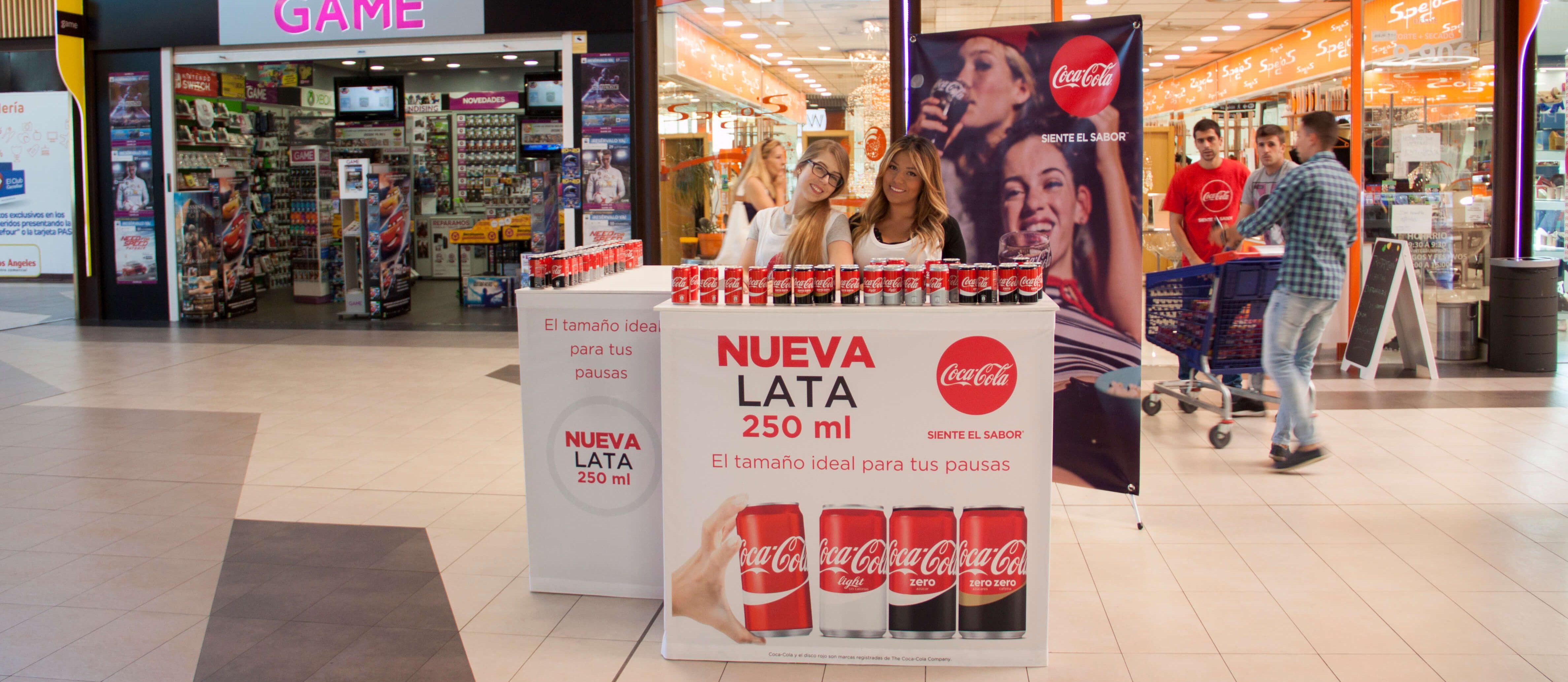 Stand Coca Cola nueva lata