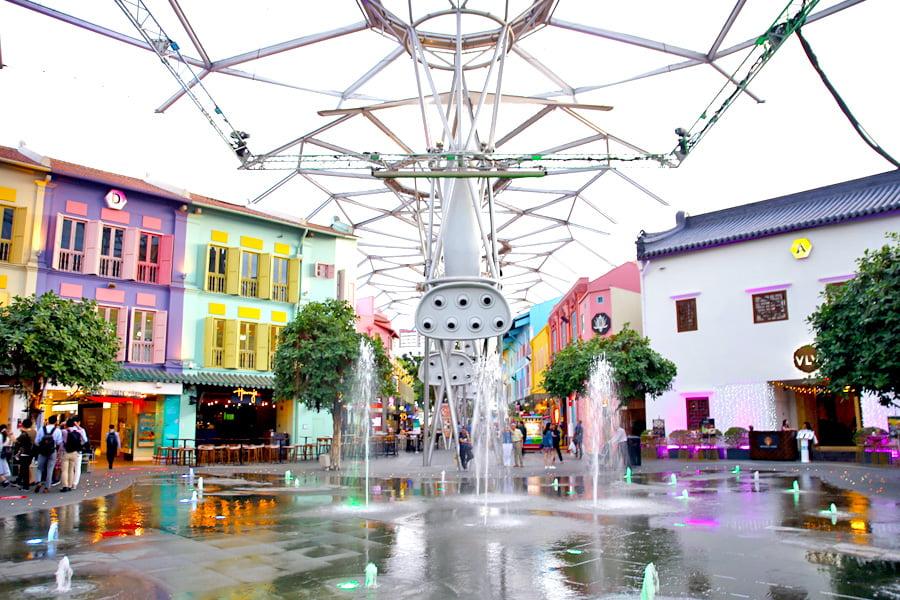 Imagen del centro comercial del barrio de Clarke Quay en Singapur.