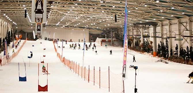 Pista de esquí cubierta del centro comercial Madrid Xanadú en Arroyomolinos.
