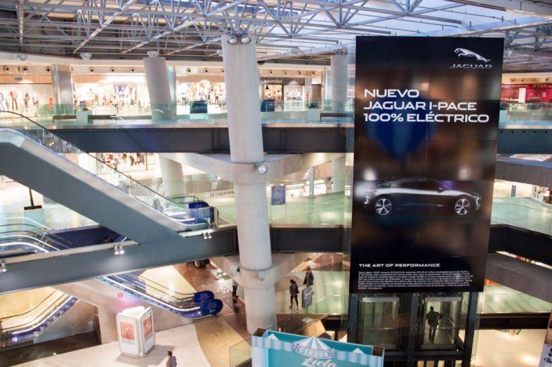 Publicidad de Npuntomedia para Jaguar en el centro comercial Zielo 2